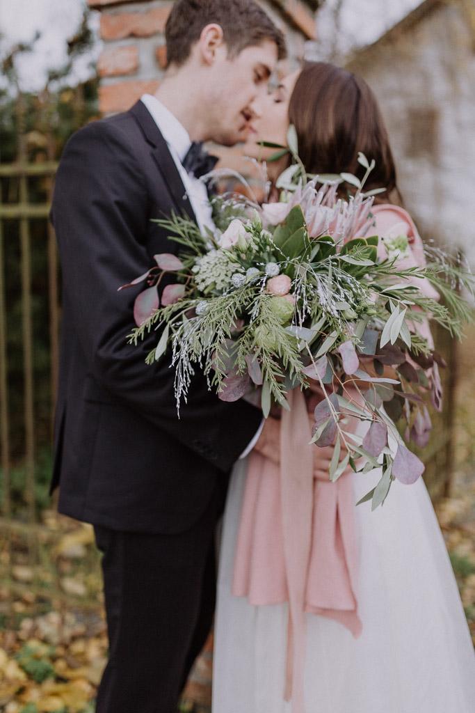 Brautpaar vor dem Landgut