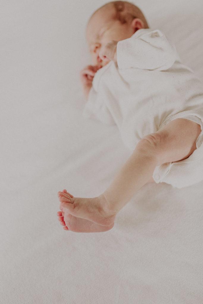 Kleine Füßchen eines Newborn Mädchens