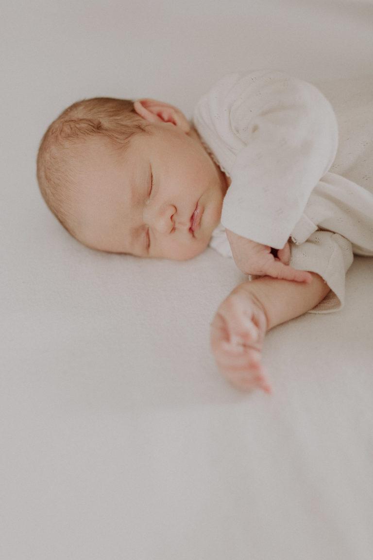 Schlafendes Newborn Mädchen