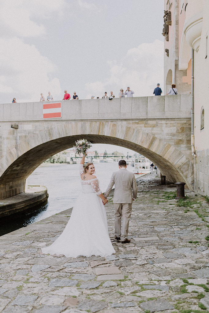 Brautpaar an der Donau