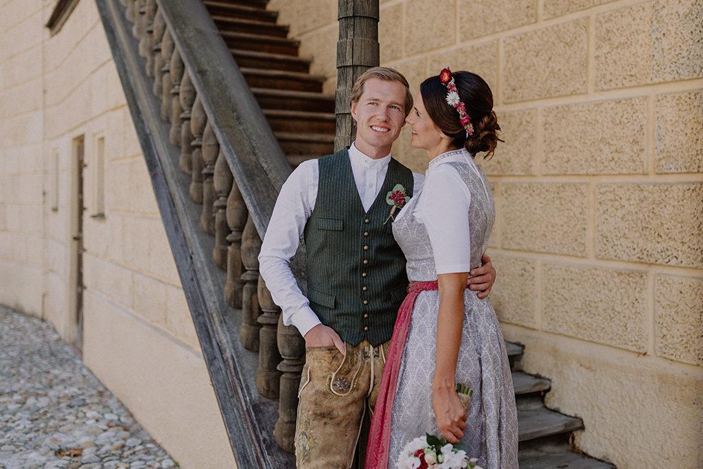 Brautpaar blickt sich innig während dem Portrait Shooting an