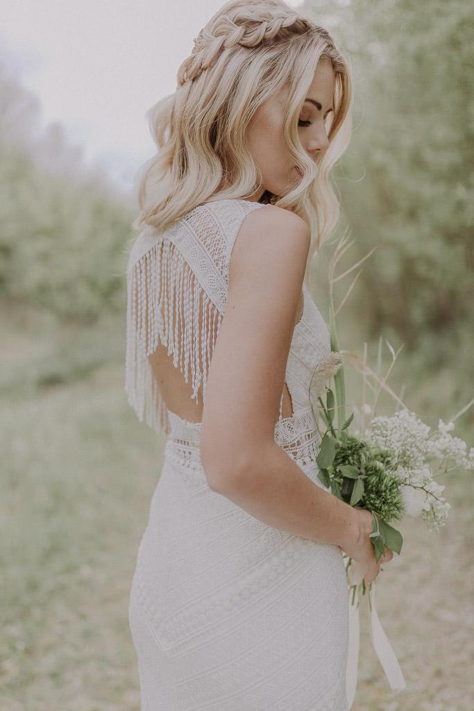 Rückenansicht des Boho Brautkleides