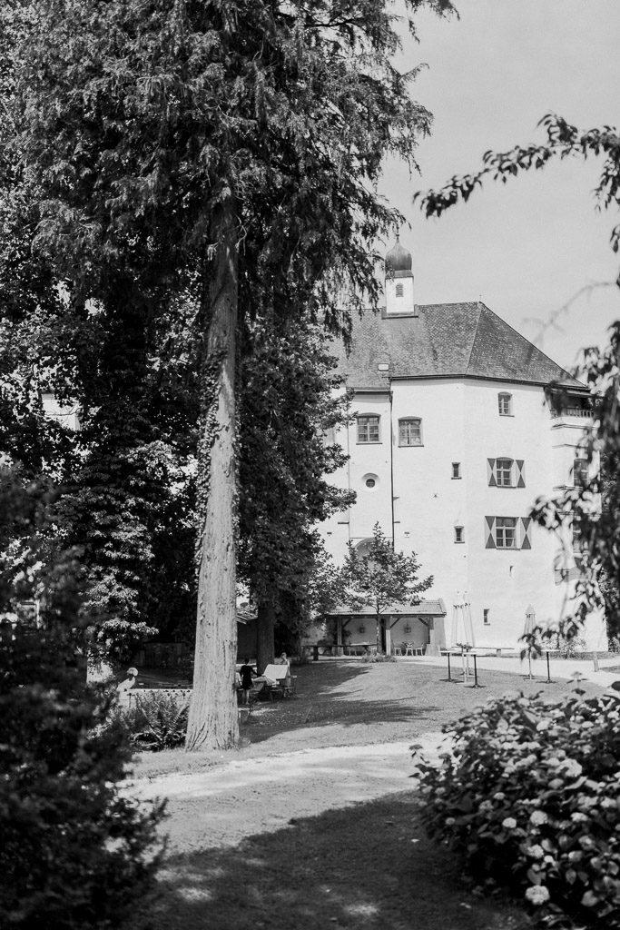 Schwarz-Weiß Aufnahme von Schloss Amerang