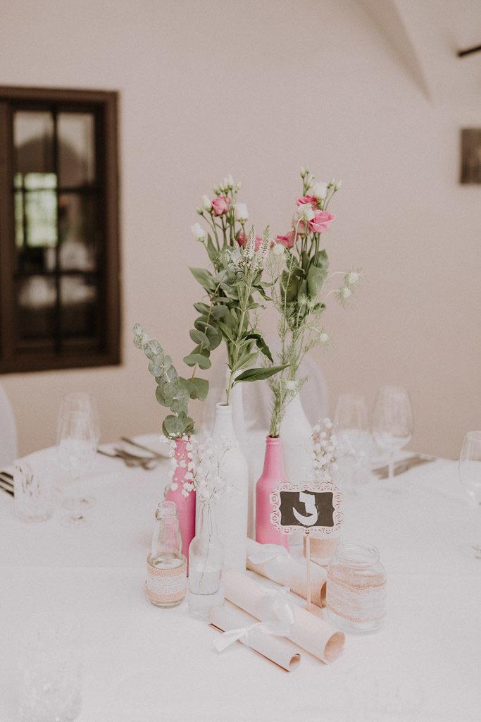 Blumendekoration und Arrangements für die Märchenhochzeit
