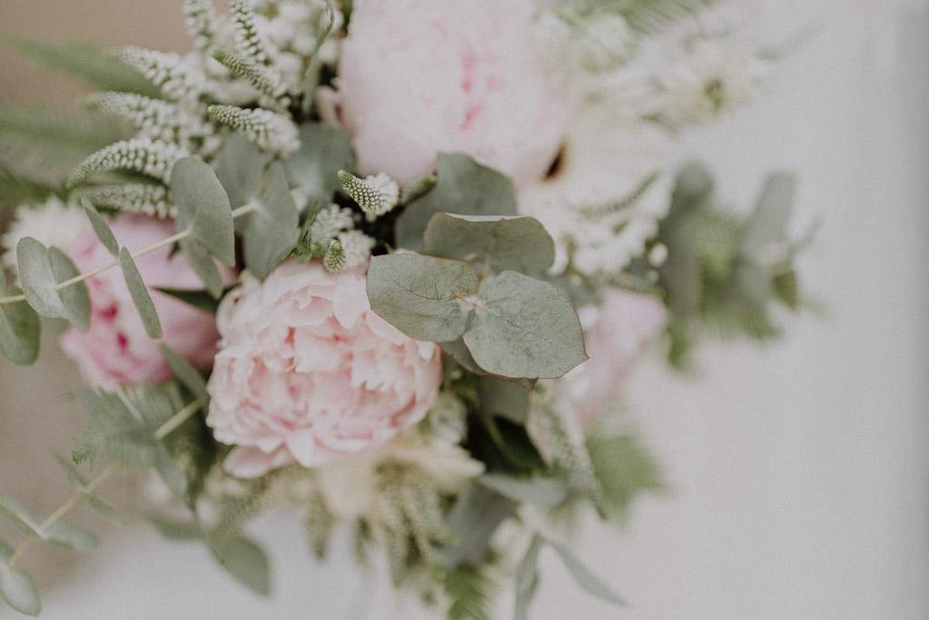 Brautstrauß der Märchenhochzeit im Sommer