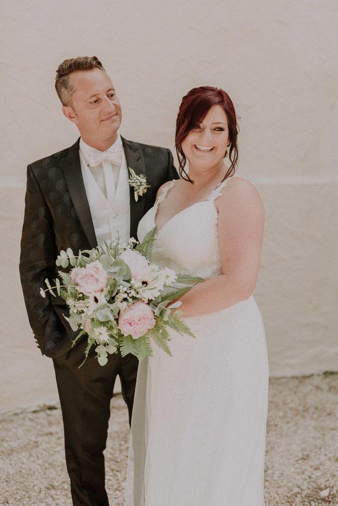 Elegante und verspielte Brautpaar Portraits