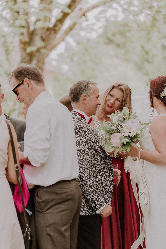 Hochzeitsgäste während dem Empfang im Schloss Amerang