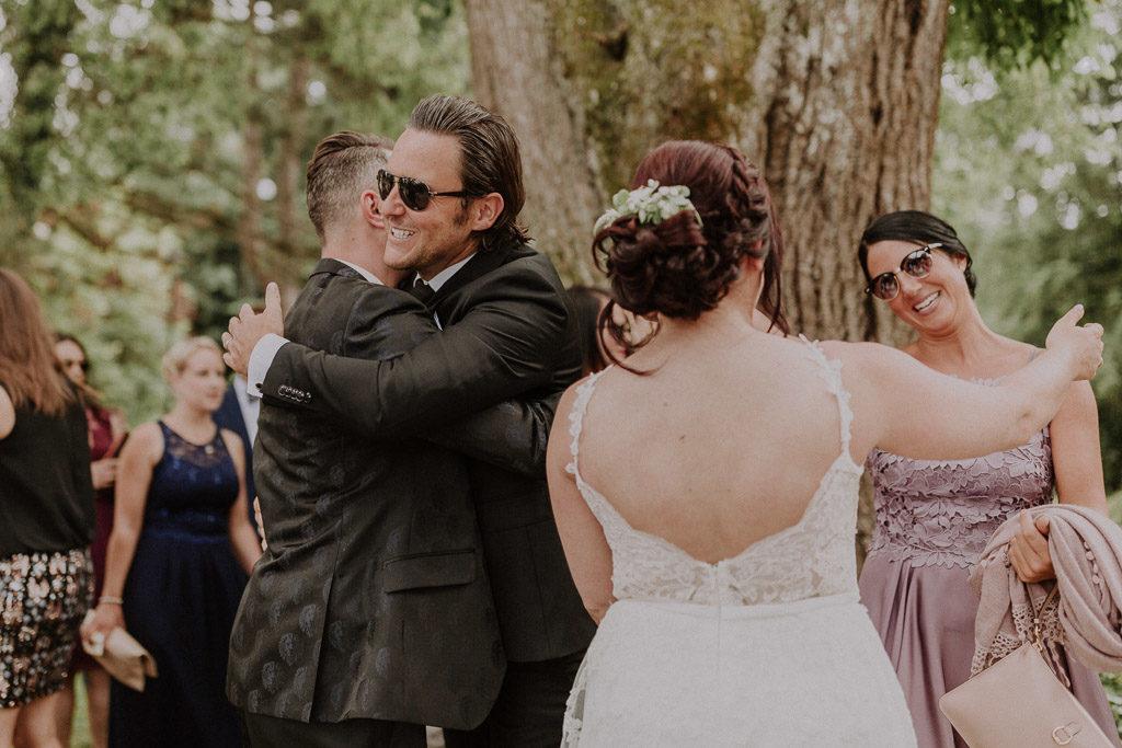 Glückwünsche der Hochzeitsgäste im Schlossgarten
