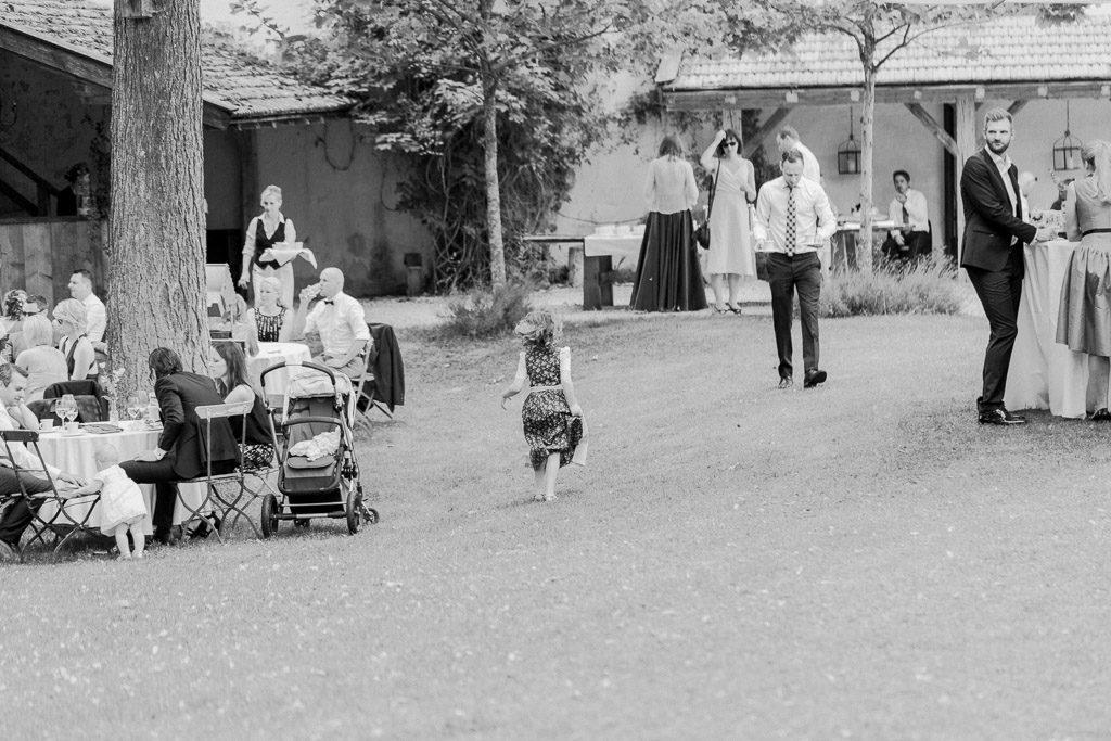 Laufendes Kind im Schlossgarten