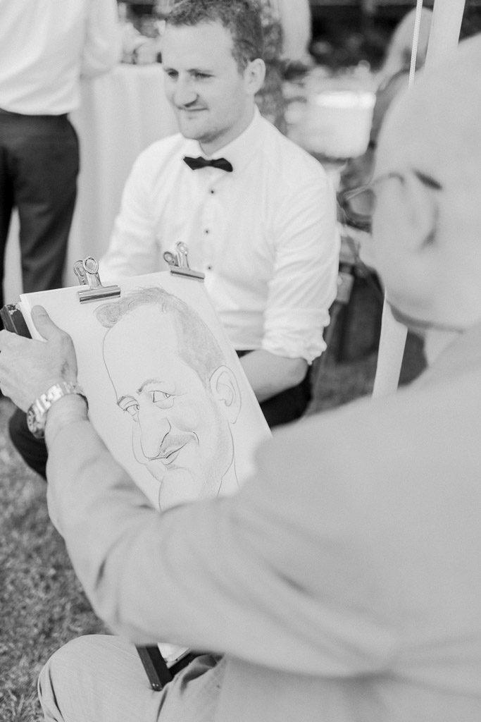 Schwarz-Weiß Aufnahme einer Karikatur