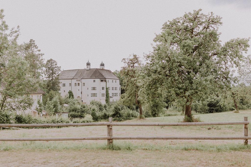 Schloss Amerang mit Landschaft